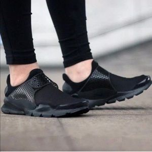 Nike Sock Dart Black Sneaker Shoes Womens 7 NEW